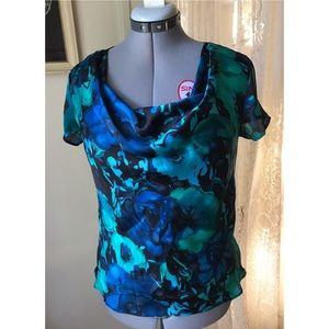 Short sleeve top, deep blue and green colors